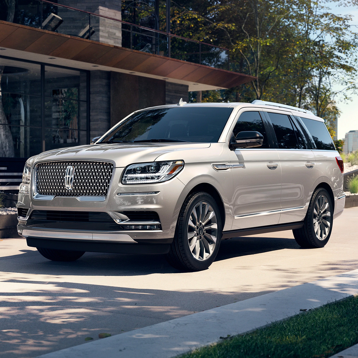 2021 Lincoln Navigator in action